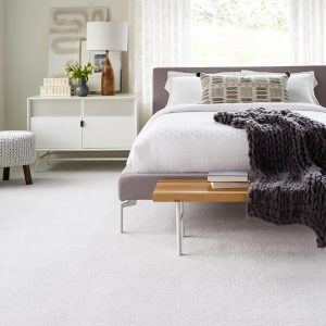 White carpet in bedroom   H&R Carpets and Flooring